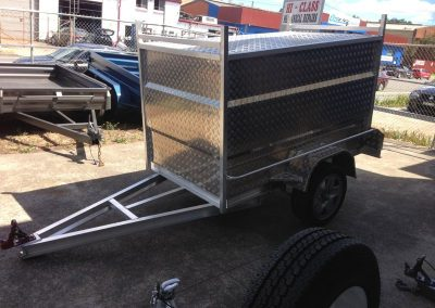 7x4x4 enclosed aliminium box trailer 2700
